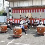 雄勝町の伝統「黒船太鼓」勇壮な太鼓の響きに誰もが聞き入っていました。